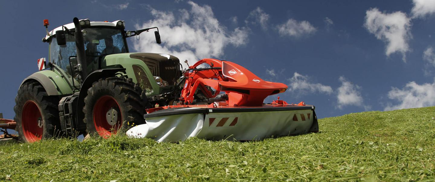 KUHN FC 3125 D mower conditioner at work