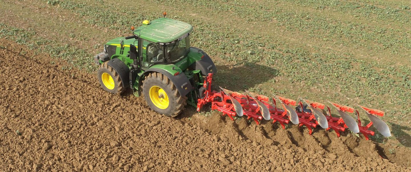 The welded design ensures enhanced reliability of the MASTER L plough