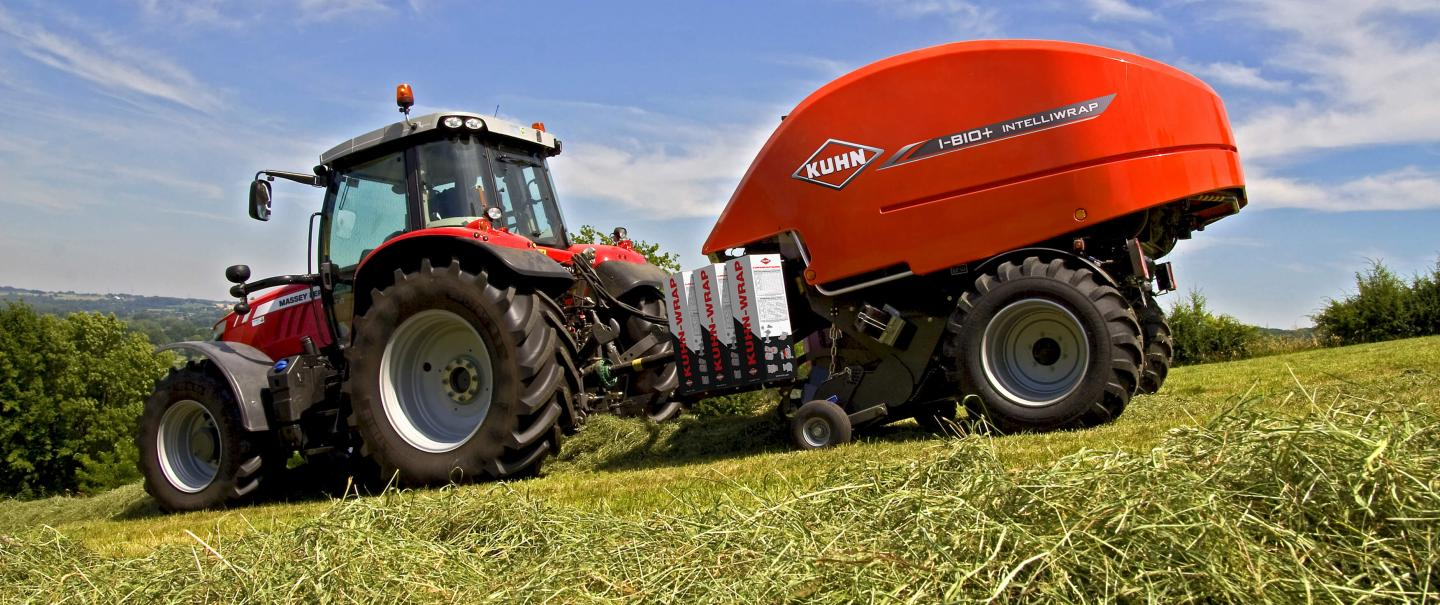 KUHN i-BIO+ round baler-wrapper combination at work