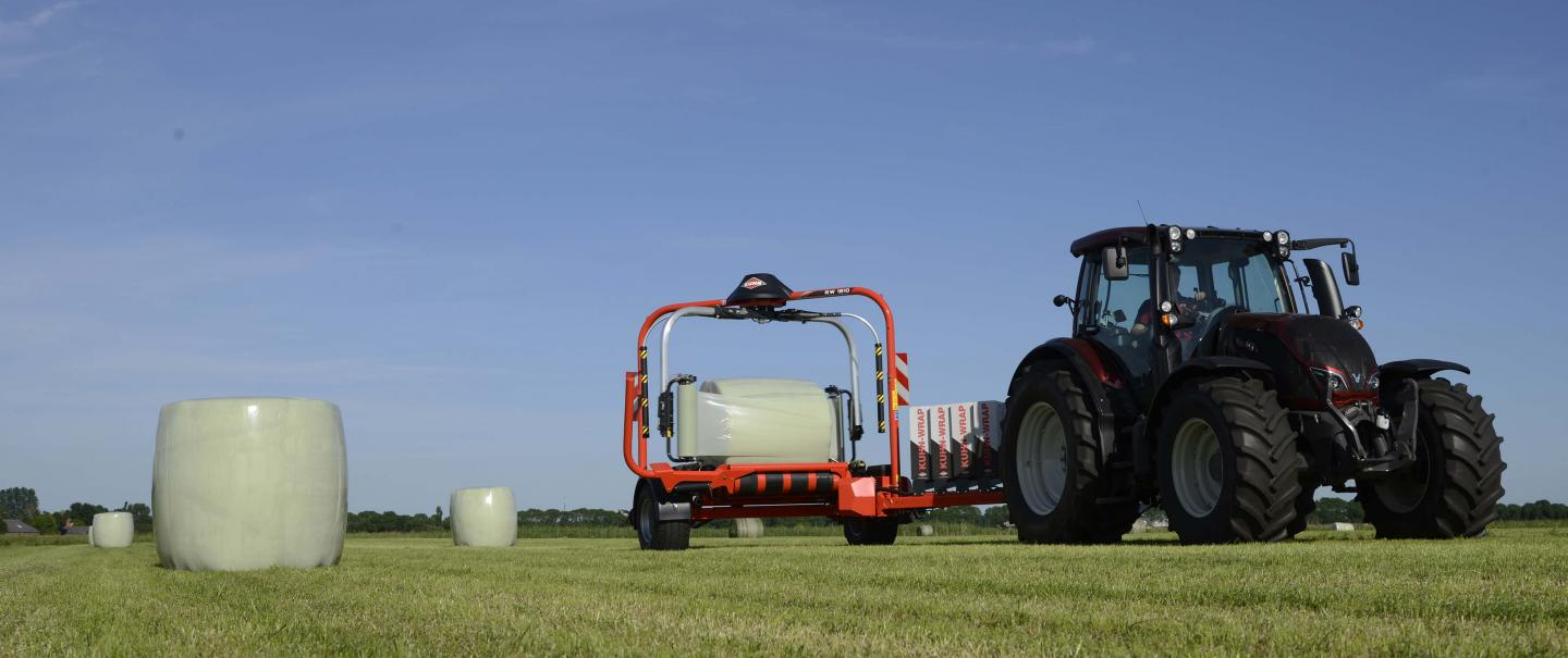 KUHN RW 1810 high-capacity inline bale wrapper at work